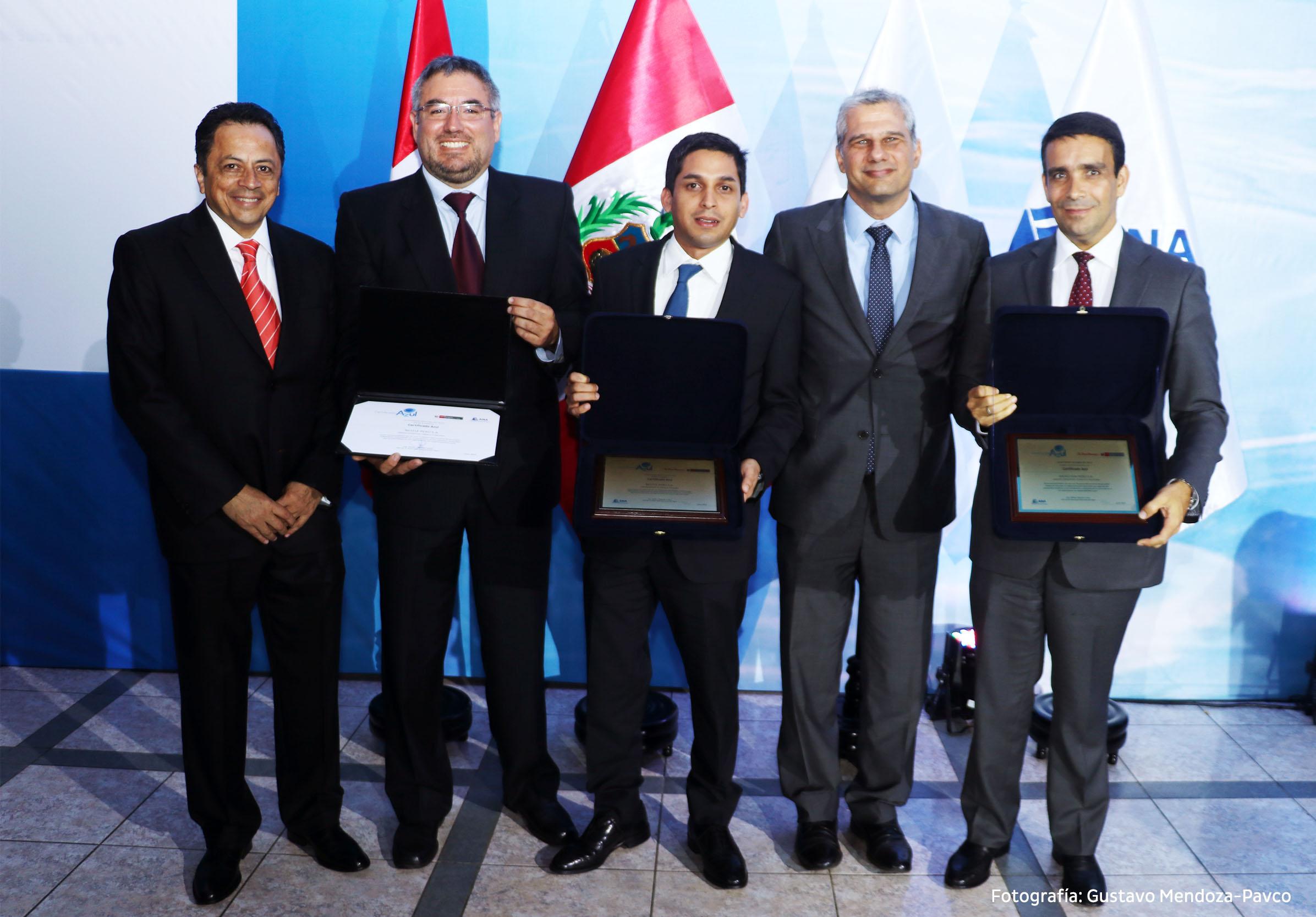 Mexichem y Nestlé, socios de AQUAFONDO reciben el Certificado Azul